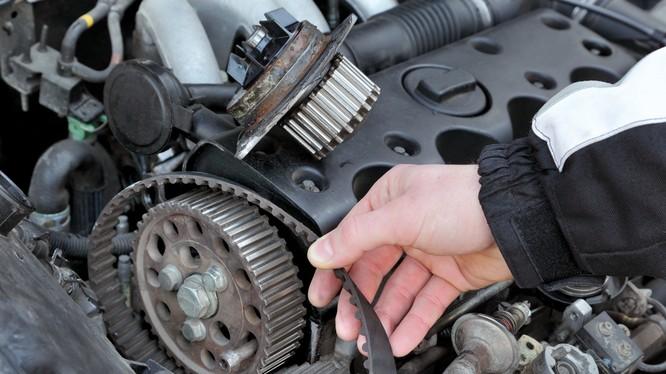 Hầu hết các nhà sản xuất ô tô đều đưa ra khuyến cáo về thời điểm để bạn thay dây đai cam