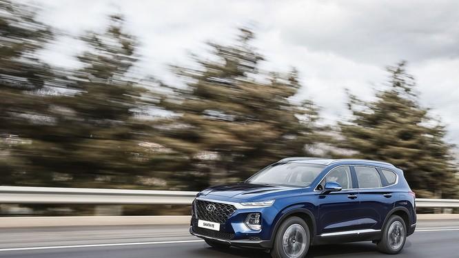 Hyundai Santa Fe 2019 có giá khởi điểm tại Hàn Quốc từ 26.000 USD (Ảnh: Hyundai Motor)