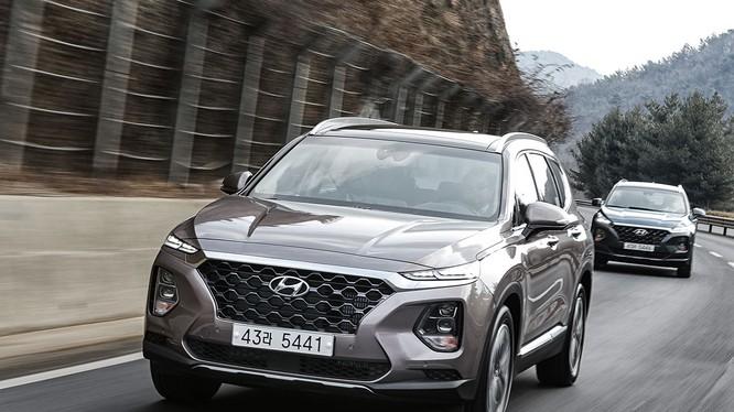 Hyundai Santa Fe 2019 sẽ được bán ra thị trường vào mùa hè năm nay (Ảnh: Hyundai)