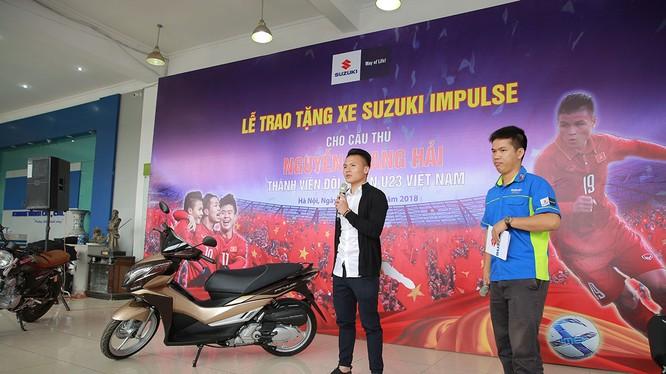Suzuki Việt Nam hy vọng đây sẽ làm món quà ý nghĩa dành tặng cho những cống hiến của tuyển thủ Quang Hải trong VCK U23 châu Á 2018