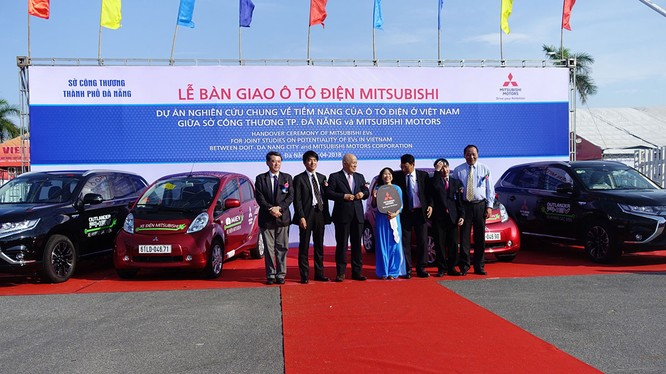 Mitsubishi Motors Nhật Bản chính thức bàn giao xe điện cho TP Đà Nẵng