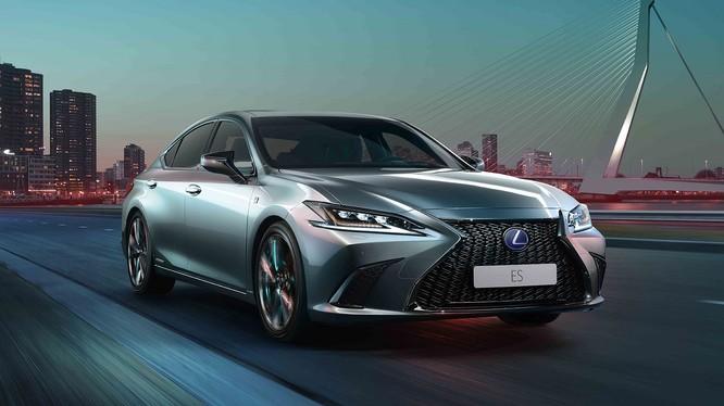 Lexus cho biết thế hệ thứ 7 của ES được giới thiệu lần này được xem như một màn lột xác trên mọi phương diện