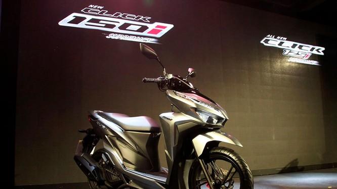 Honda Click 2018 thế hệ mới tập trung thay đổi ở một số trang bị tiện nghi công nghệ và bổ sung thêm bản 150cc