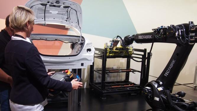 Một màn trình diễn của máy in 3D tại triển lãm ô tô Frankfurt 2017