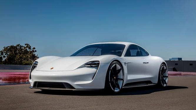 """Tên gọi Taycan dành cho mẫu xe đầu tiên chạy hoàn toàn bằng điện này là một phần trong chuỗi hoạt động kỷ niệm """"70 năm xe thể thao""""."""