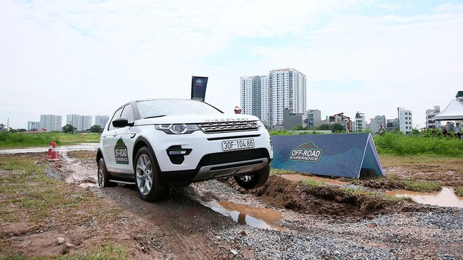 Đây là lần đầu tiên, một chương trình trải nghiệm Offroad được Land Rover Việt Nam tổ chức tại Hà Nội.
