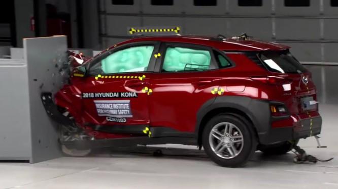 Nếu không xét tới khả năng chiếu sáng, Hyundai Kona 2018 vẫn là một chiếc xe rất an toàn. (Ảnh: IIHS)