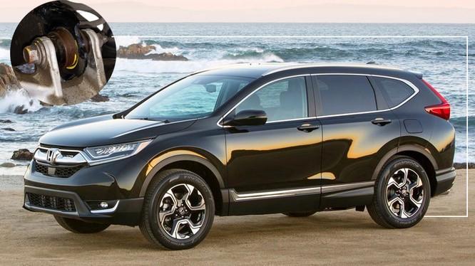 Khách hàng đang sử dụng xe CR-V 2018 chỉ còn cách là chờ hướng giải quyết từ Honda Việt Nam.