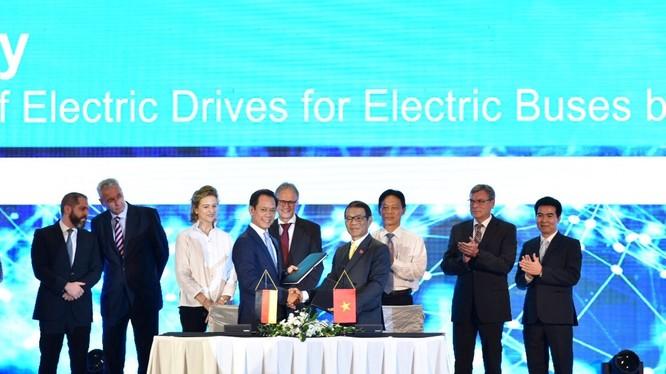 Không chỉ có mảng xe điện, tập đoàn Vingroup cũng đã tin tưởng chọn Siemens là đối tác để cung cấp giải pháp công nghệ xây dựng doanh nghiệp số.