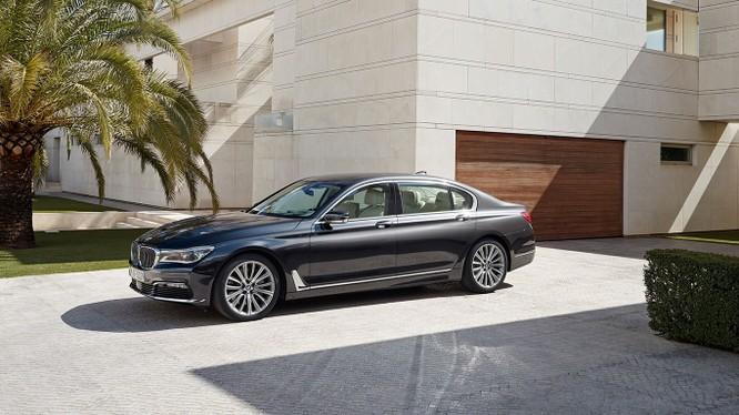 Tới đây, thị trường xe sang tại Việt Nam sẽ tiếp tục có cuộc cạnh tranh mạnh mẽ giữa 2 đối thủ Mercedes-Benz và BMW.