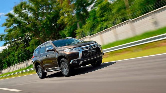 Pajero Sport Diesel có giá bán 1,062 tỷ đồng. Hai phiên bản động cơ xăng có mức giá chỉ từ 1,092 tỷ đồng.
