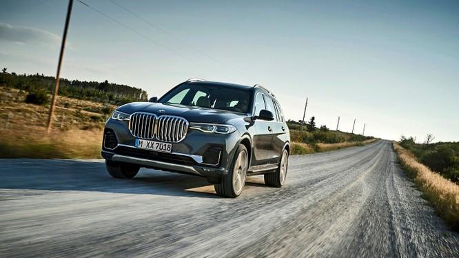 BMW X7 2019 bắt đầu được bán tại thị trường Mỹ vào tháng 3 năm sau với giá khởi điểm 73.900 USD.