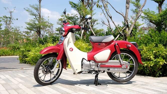 Honda Việt Nam không đặt nặng mục tiêu doanh số đối với Super Cub C125 mà chỉ tập trung vào một lượng khách hàng dư dả tài chính (Ảnh: Wicky Nguyễn)