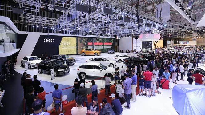 Sự nhộn nhịp tại triển lãm Vietnam Motor Show 2018 vừa qua đã cho thấy thị trường xe cuối năm đang sôi động trở lại.