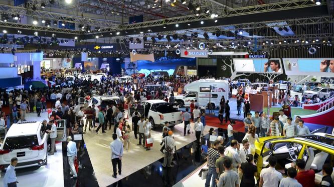 Thị trường ô tô trong năm 2019 dự báo sẽ bùng nổ trước sự đổ bộ ồ ạt của các mẫu xe nhập khẩu.