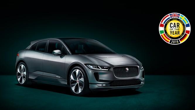 Đây là lần đầu tiên một mẫu xe Jaguar giành giải thưởng Xe của năm tại châu Âu.