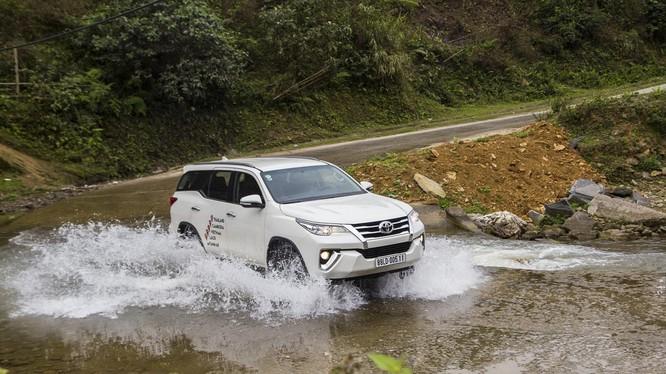 Sự đổ bộ ồ ạt của các dòng xe nhập khẩu được xem là lý do chính cho cuộc ganh đua về giá bán của thị trường xe Việt ở thời điểm này.