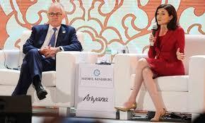 """Thủ tướng Australia - Malcolm Turnbull và Giám đốc Tác nghiệp (COO) Facebook – bà Sheryl Sandberg Trong phiên thảo luận về """"Kết nối và Cộng đồng trong thế giới ứng dụng công nghệ"""" tại APEC 2017. (ảnh: báo Đấu Thầu)"""