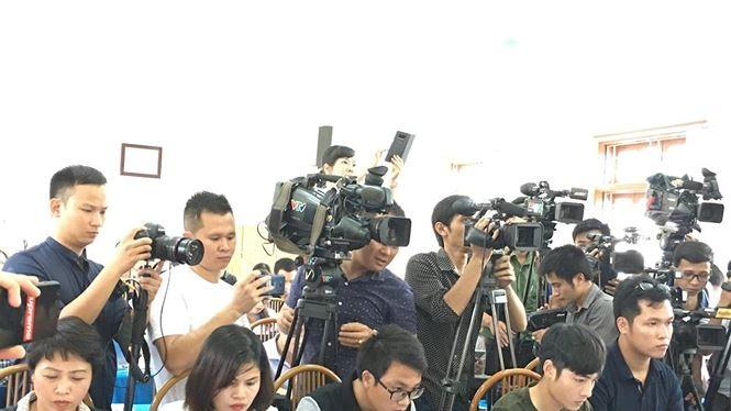 Rất đông báo chí đã dự cuộc họp báo trưa 23/7 về thanh tra kết quả thi THPT 2018 tại Sơn La. Ảnh: báo Tiền Phong