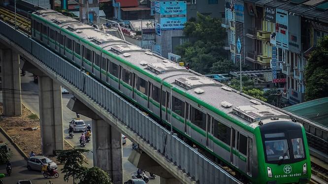 Đoàn tàu chạy thử nghiệm của tuyến đường mang số hiệu HN00304 xuất phát từ ga Cát Linh. Nguồn: Zing