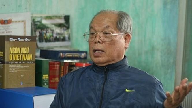 PGS TS Bùi Hiền - tác giả của những nghiên cứu cải tiến chữ quốc ngữ gây nhiều tranh cãi năm 2017 (ảnh: Dân Việt)