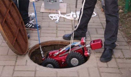 Robot tuần đường được thả xuống đường ống