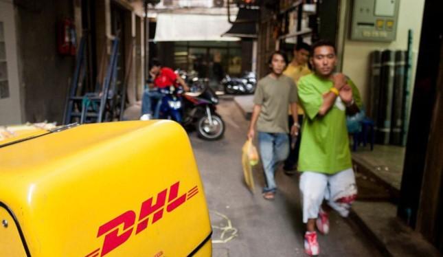 Xe giao hàng của DHL trên đường phố Bangkok (Thailand). Ảnh: Thierry Tronnel/Corbis/ Getty Images
