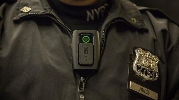 Thiết bị camera đeo trên người của cảnh sát New York - Ảnh: MASHABLE