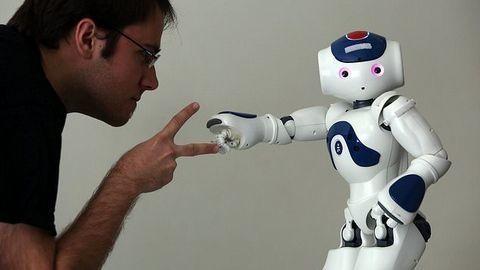 Doanh nghiệp sẽ tụt hậu nếu không ứng dụng AI