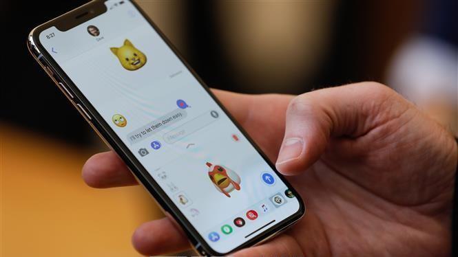 Một chiếc smartphone có thể giúp phát hiện ung thư. Ảnh: AFP/TTXVN