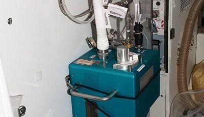 Thiết bị có tên gọi Hệ thống Giám sát nước tiểu trên Trạm Không gian quốc tế (ISS), nguồn cảm hứng cho hệ thống nhà vệ sinh FitLoo.