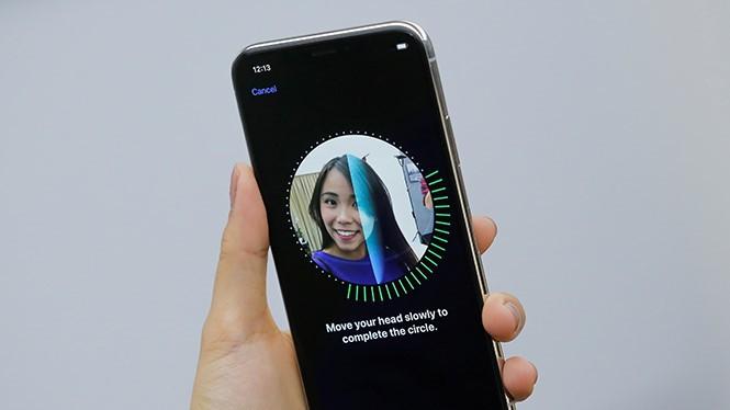 Face ID của Apple không dễ dàng bị đánh bại bởi đầu giả 3D như điện thoại Android. ẢNH: AFP