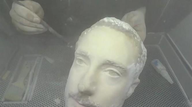 Chiếc đầu giả làm từ máy in 3D trong thử nghiệm của Forbes.