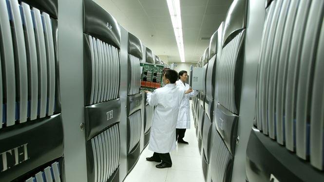 Siêu máy tính Tianhe-1 nặng 150 tấn, chiếm diện tích 1.000 m2. Ảnh: Xinhua.