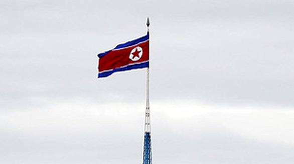 Cột cờ cao 160m của Triều Tiên nhìn từ phía Hàn Quốc. Ảnh: AFP.