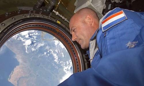 Phi hành gia André Kuipers trên trạm ISS. Ảnh: NASA.
