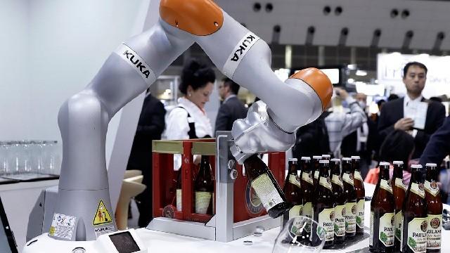 Robot đã có mặt trong ngành sản xuất đồ uống ở nhiều nước.