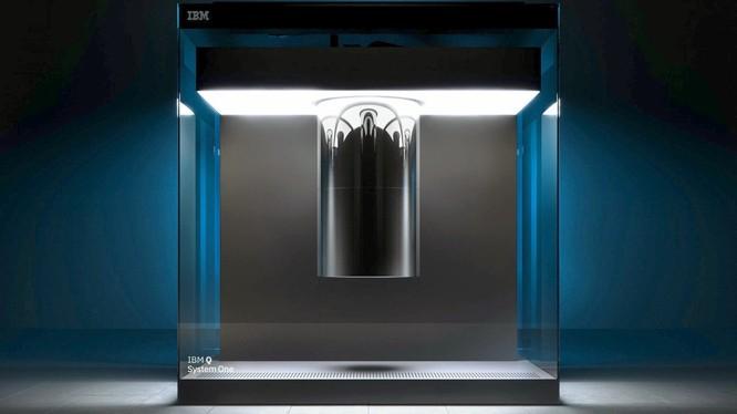Không như nhiều người suy nghĩ về những chiếc siêu máy tính, máy tính lượng tử của IBM không hầm hố mà có vẻ ngoài rất sang trọng cùng kích thước tí hon.