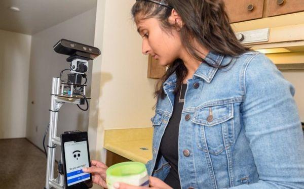 Nhà thông minh thử nghiệm robot chăm sóc người cao tuổi.