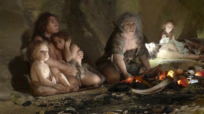 Một bức tranh ghi lại cuộc sống của gia đình người Neanderthal trong hang động.