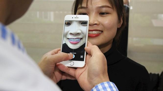 Răng của bệnh nhân được chụp ảnh để chẩn đoán nhờ trí tuệ nhân tạo