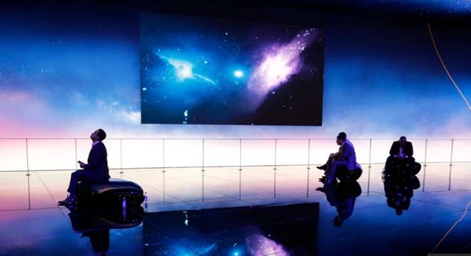 Khu vực trưng bày của Huawei tại Đại hội Thế giới Di động 2018. ẢNH: AFP