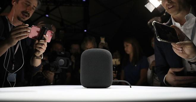 Nguyên mẫu HomePod của Apple được trình làng tại Hội nghị nhà phát triển toàn cầu năm 2017 của hãng, diễn ra tháng 6.2017. ẢNH: AFP/GETTY IMAGES