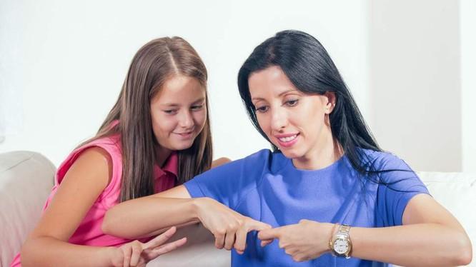 Ứng dụng giúp mọi người học ngôn ngữ ký hiệu mà không cần sự giúp đỡ của một chuyên gia