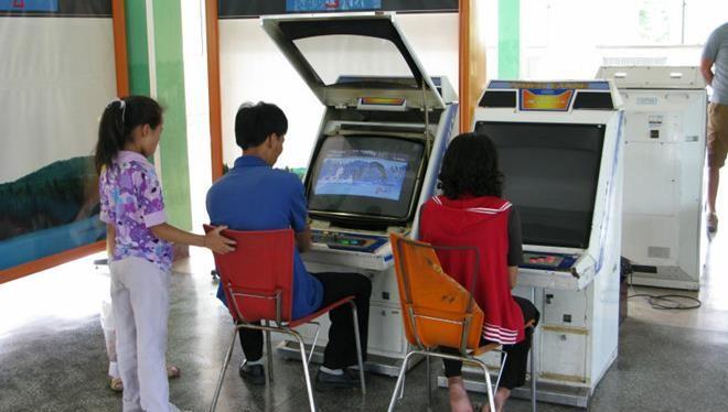 Đa số người dân vùng nông thôn thích chơi game thùng tại Triều Tiên. Ảnh: Gigazine.