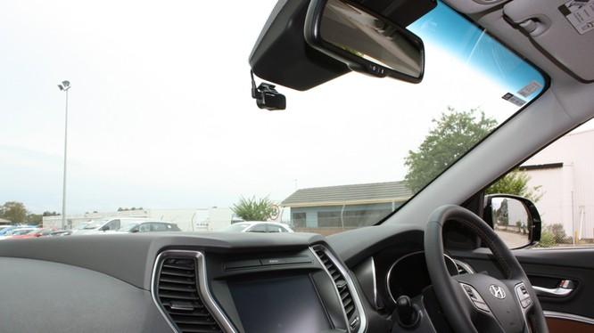 Máy quay hành trình đang là phụ kiện được hầu hết lái xe trang bị trên phương tiện của mình.