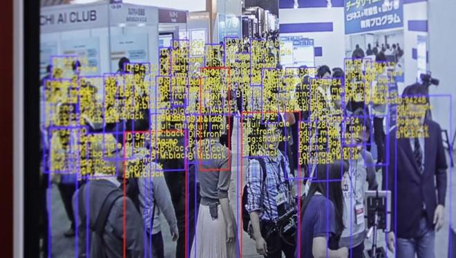 Công nghệ nhận dạng và theo dõi do SenseTime phát triển được hiển thị trên màn hình một sự kiện ở Tokyo (Nhật Bản). ẢNH: BLOOMBERG