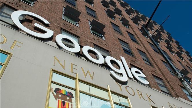 Biểu tượng của Google tại một tòa nhà ở New York, Mỹ. Ảnh: AFP/TTXVN