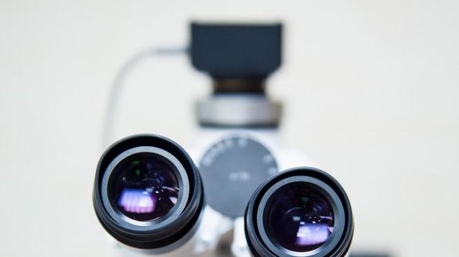 Kính hiển vi robot