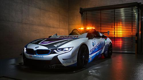 Mẫu xe dẫn đường BMW i8 Roadster dành cho giải đua Formula E.